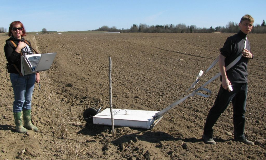 Ground-penetrating radar studies of earth upper layers and